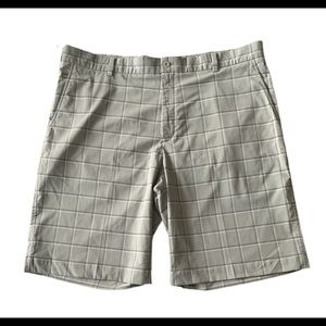 NIKE Golf Men's Plaid Flat Front Golf Shorts 40
